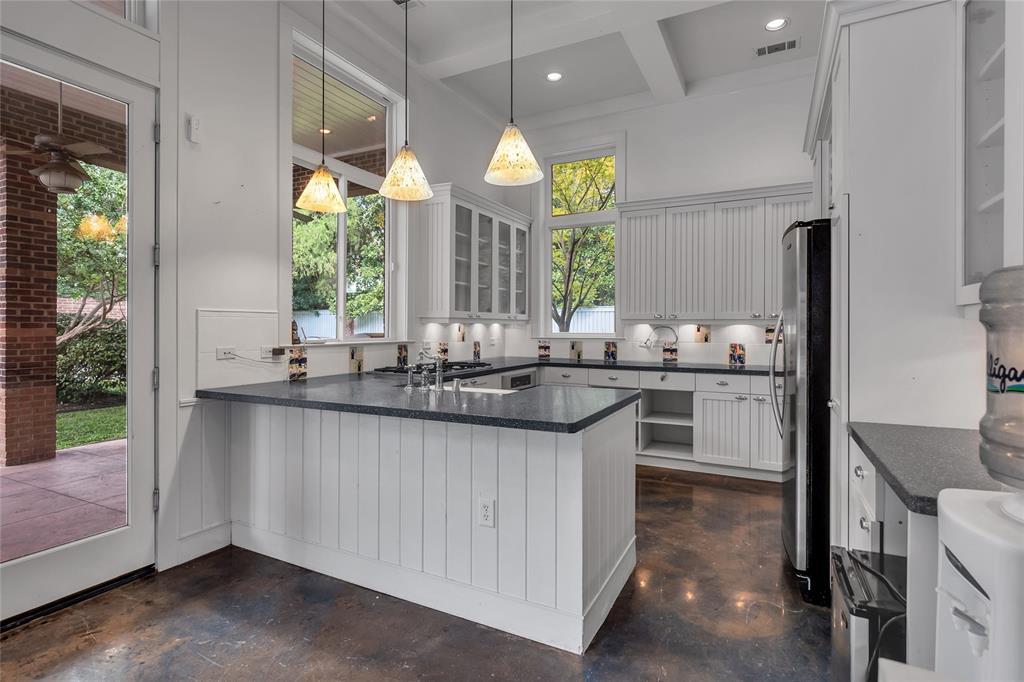 10131 Hollow Way Road, Dallas, Texas 75229 - acquisto real estate best realtor dallas texas linda miller agent for cultural buyers