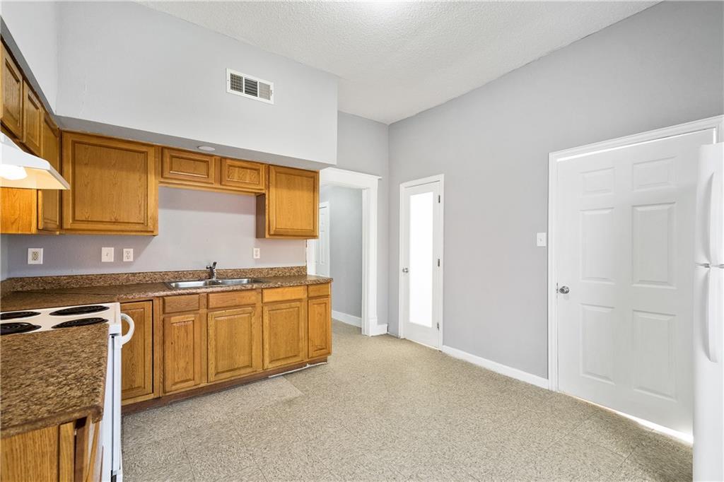 719 Elsbeth Street, Dallas, Texas 75208 - acquisto real estate best celina realtor logan lawrence best dressed realtor
