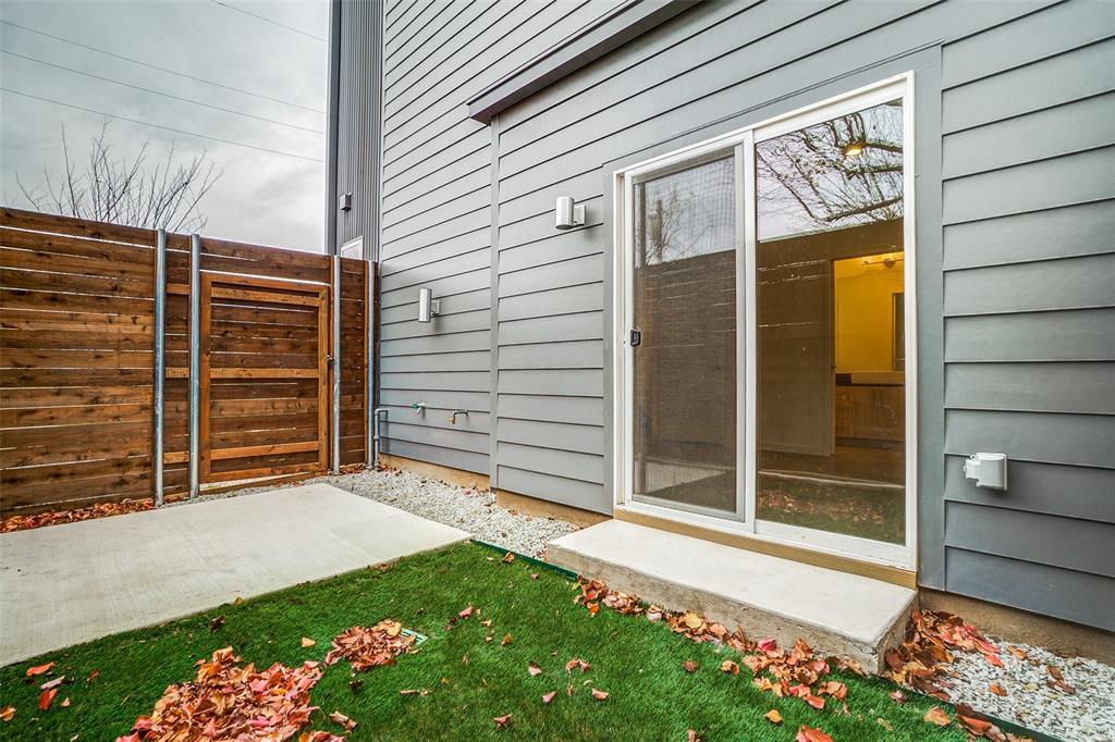 4202 Roseland Avenue, Dallas, Texas 75204 - acquisto real estate best realtor foreclosure real estate mike shepeherd walnut grove realtor