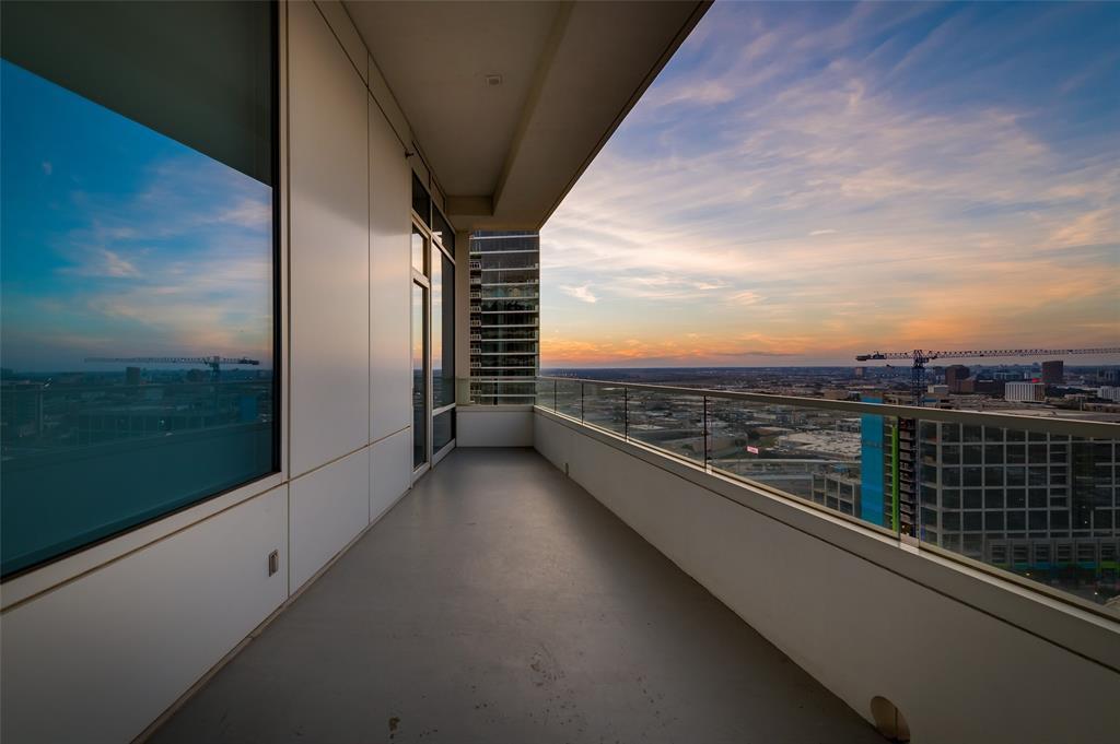 2430 Victory Park Lane, Dallas, Texas 75219 - acquisto real estate best luxury home specialist shana acquisto