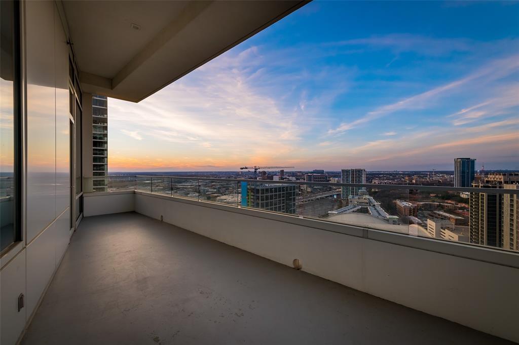 2430 Victory Park Lane, Dallas, Texas 75219 - acquisto real estate mvp award real estate logan lawrence