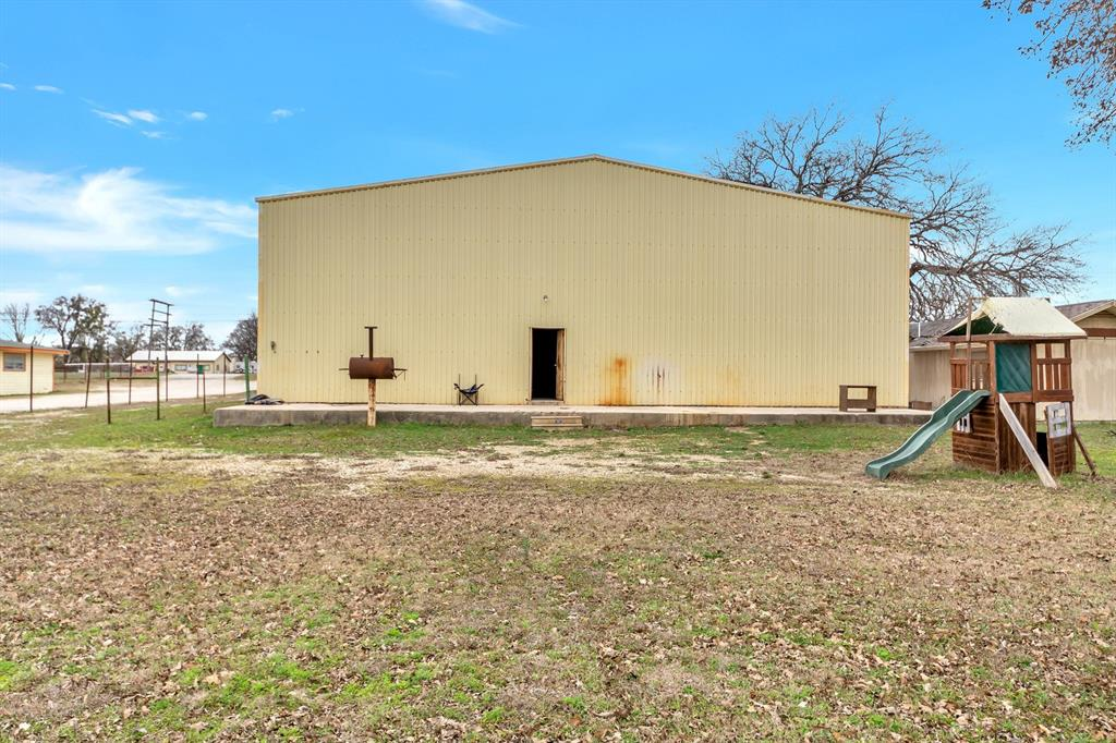 2004 Chico Highway, Bridgeport, Texas 76426 - acquisto real estate agent of the year mike shepherd
