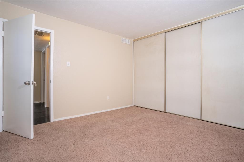 4612 Country Creek  Drive, Dallas, Texas 75236 - acquisto real estate best new home sales realtor linda miller executor real estate