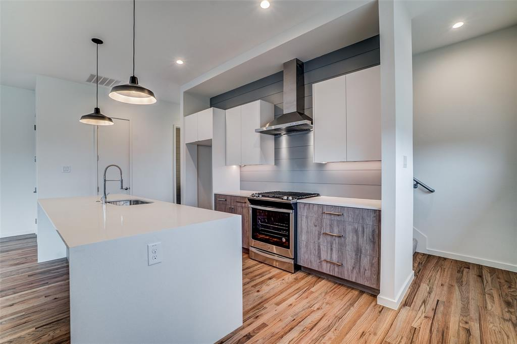 4202 Roseland Avenue, Dallas, Texas 75204 - acquisto real estate best celina realtor logan lawrence best dressed realtor