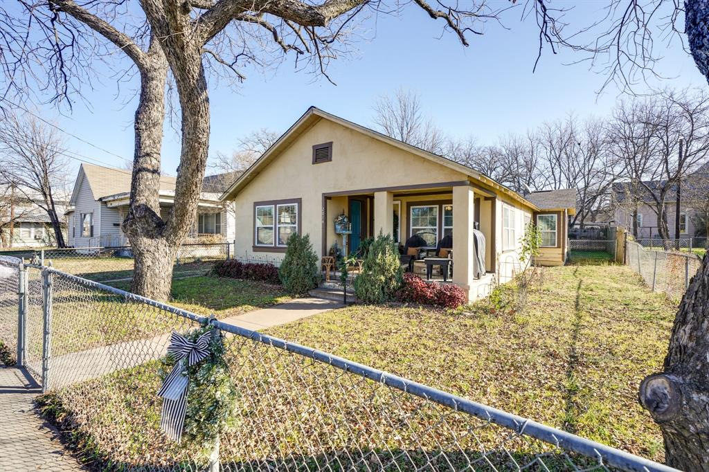 2014 Oak Avenue, Mineral Wells, Texas 76067 - acquisto real estate best realtor westlake susan cancemi kind realtor of the year