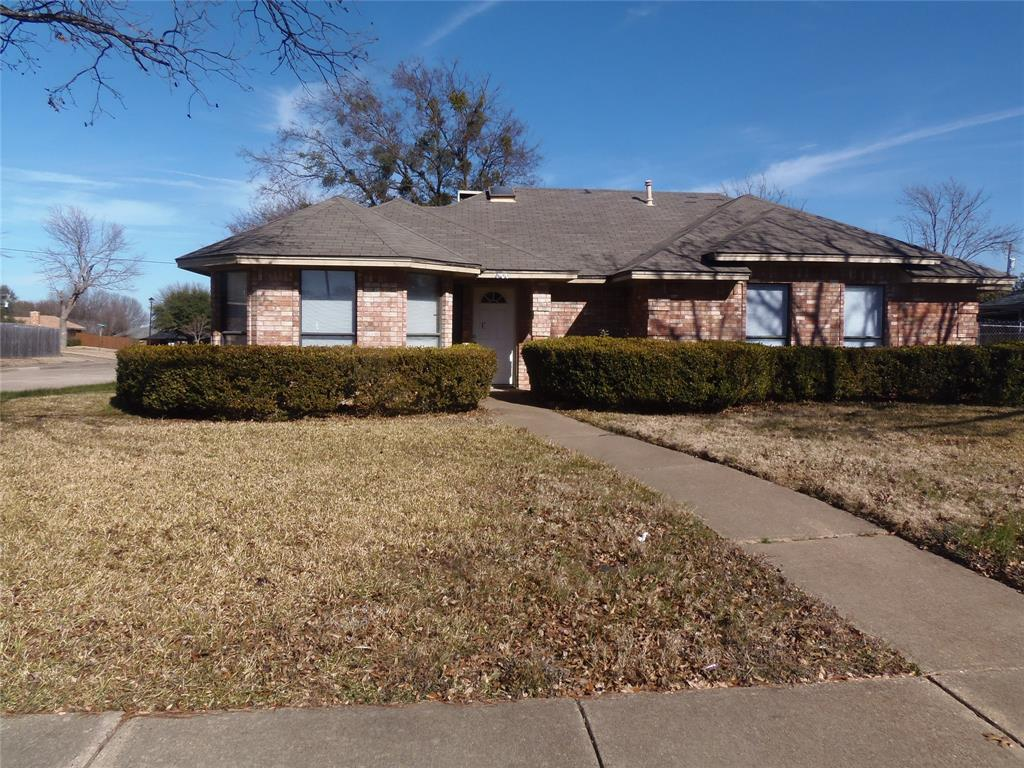 1300 Sparrow Court, DeSoto, Texas 75115 - Acquisto Real Estate best plano realtor mike Shepherd home owners association expert