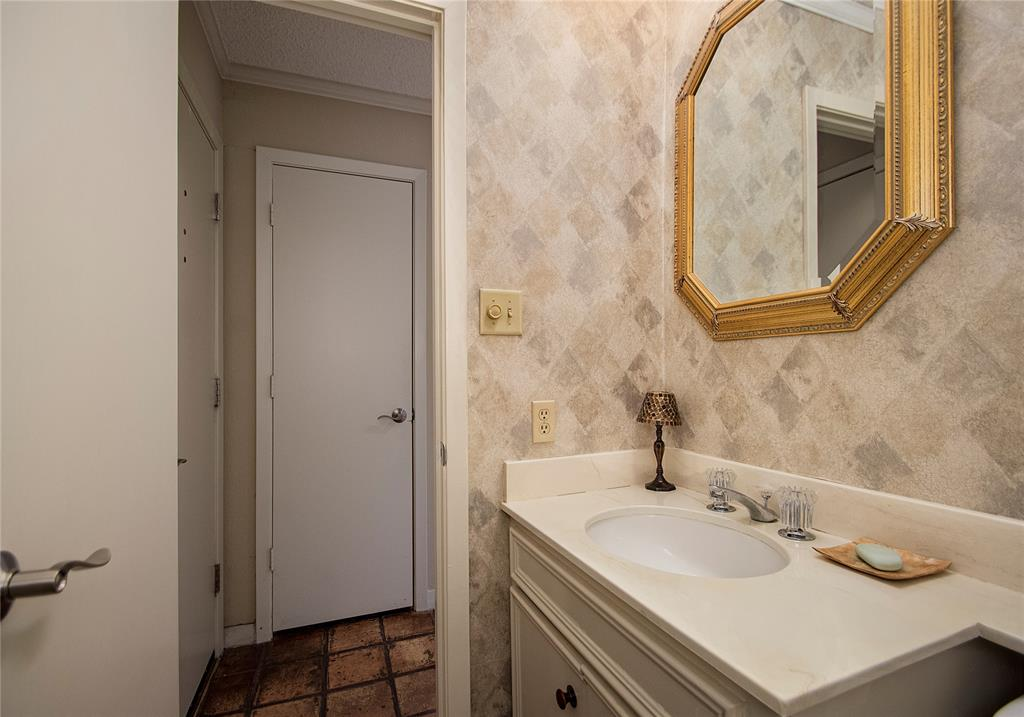 3602 Hawthorne Avenue, Dallas, Texas 75219 - acquisto real estate best highland park realtor amy gasperini fast real estate service