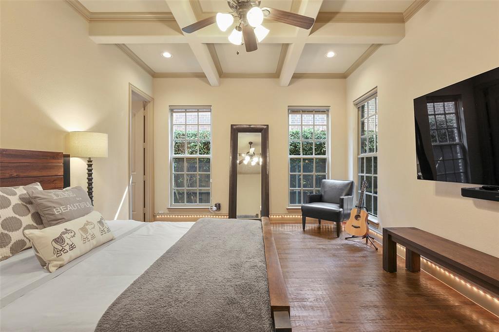1054 Shadyside Lane, Dallas, Texas 75223 - acquisto real estate best photos for luxury listings amy gasperini quick sale real estate