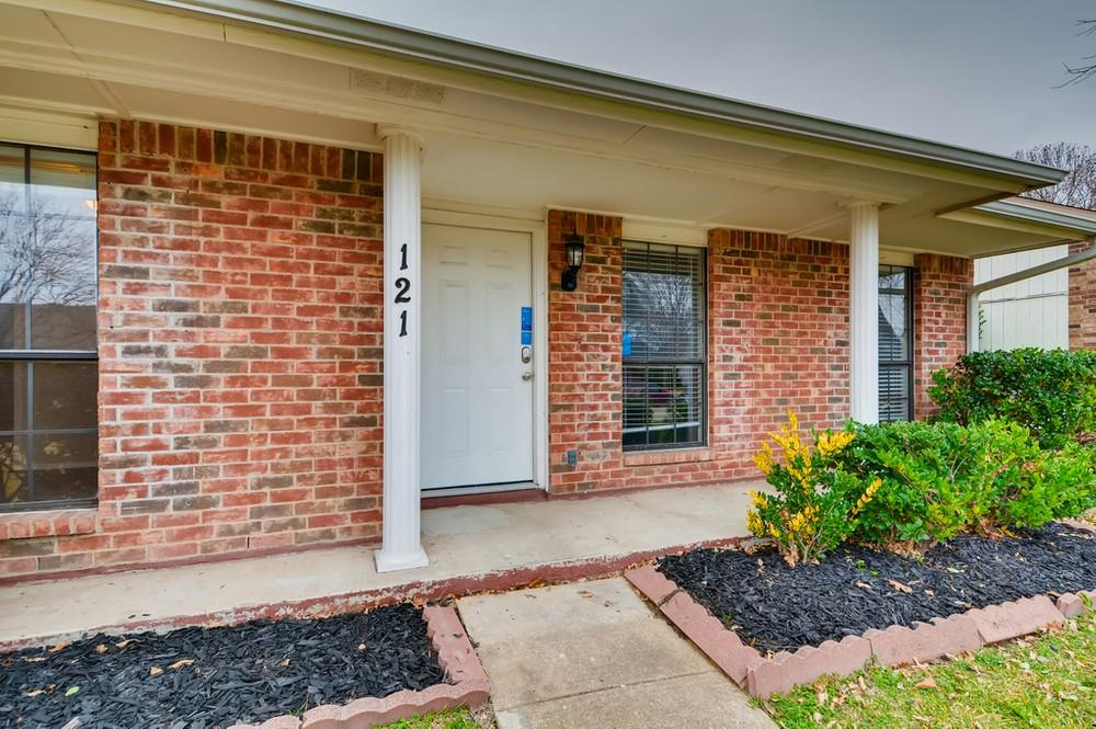 121 Kingsbridge Drive, Garland, Texas 75040 - acquisto real estate best looking realtor in america shana acquisto