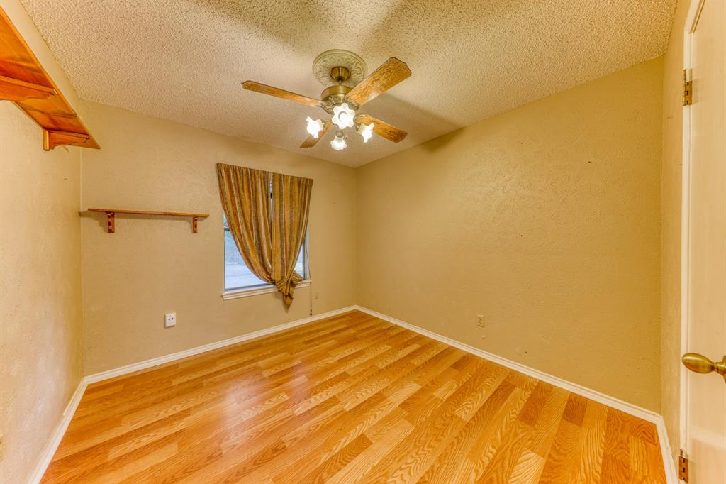 4000 Toledo Avenue, Fort Worth, Texas 76133 - acquisto real estate best frisco real estate agent amy gasperini panther creek realtor