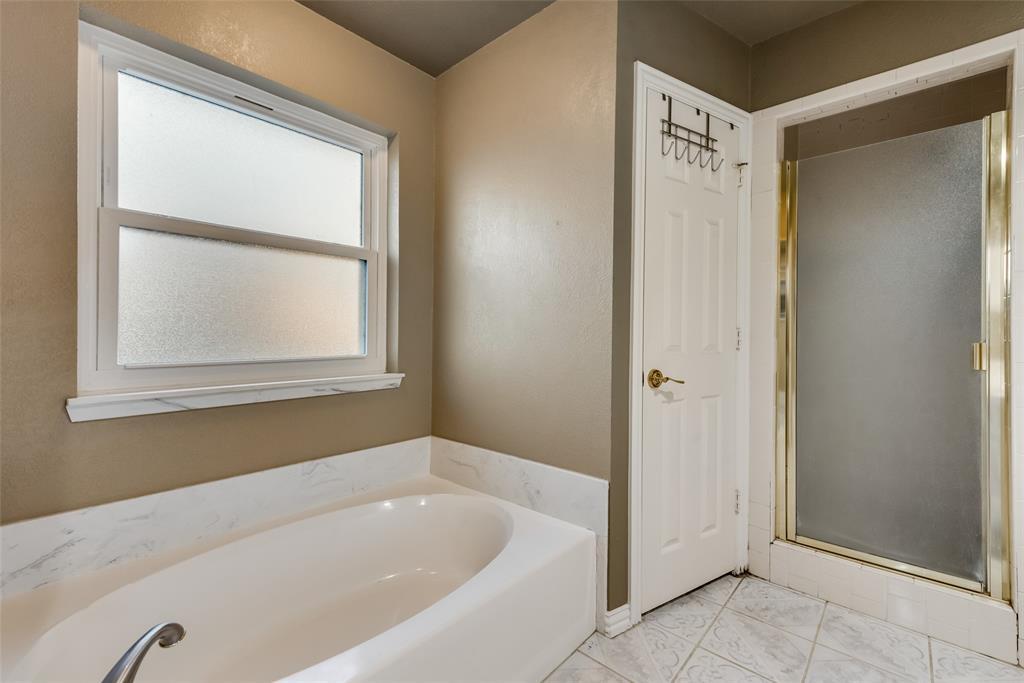 2111 Reverchon Drive, Arlington, Texas 76017 - acquisto real estate best photo company frisco 3d listings