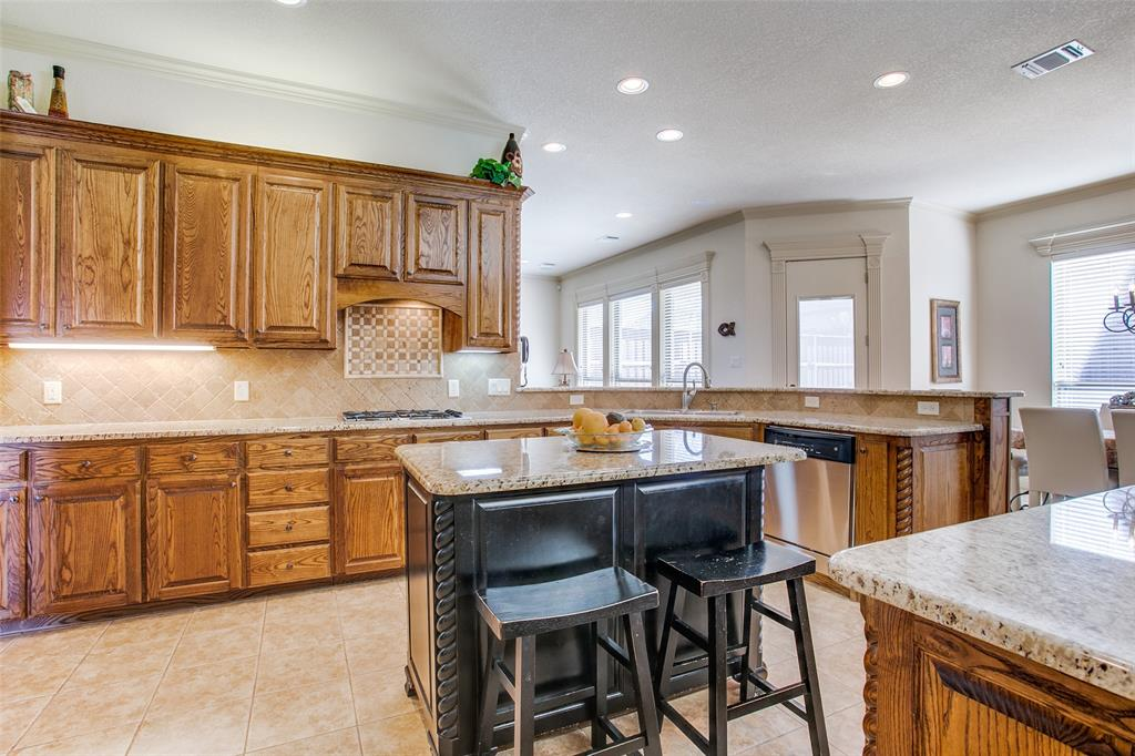 7920 Forest View Court, North Richland Hills, Texas 76182 - acquisto real estate best new home sales realtor linda miller executor real estate