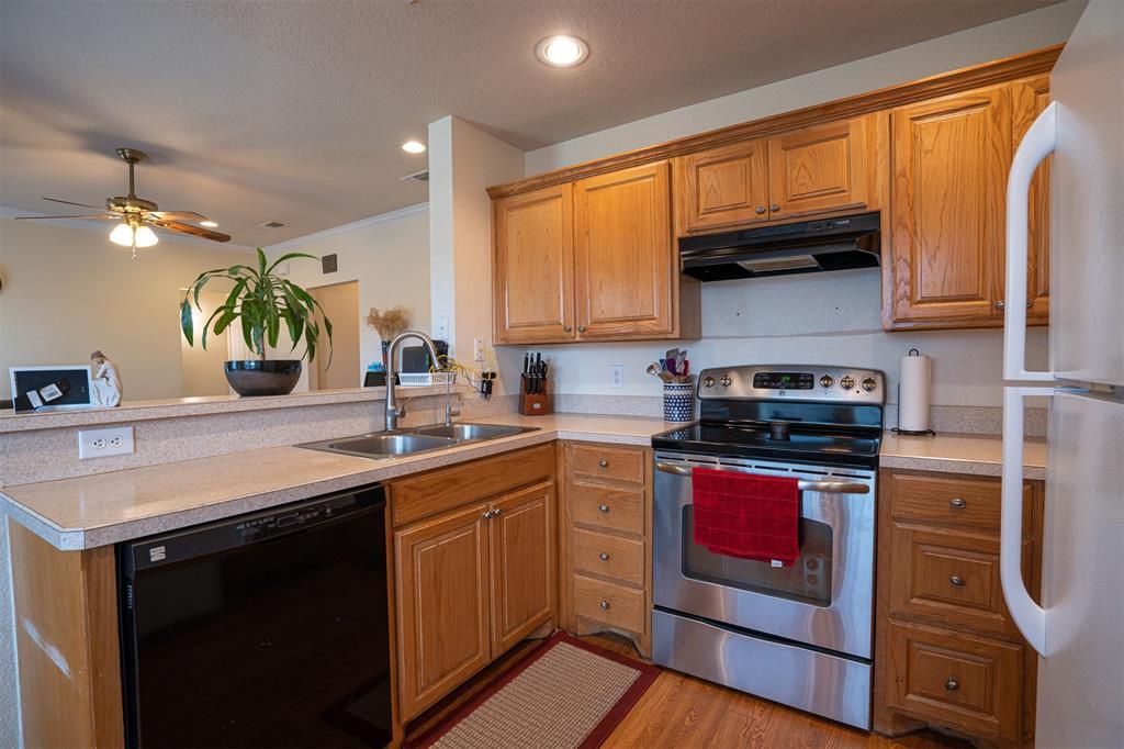 1000 Jenny Drive, Keene, Texas 76031 - acquisto real estate best highland park realtor amy gasperini fast real estate service