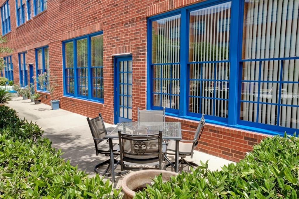 2502 Live Oak Street, Dallas, Texas 75204 - acquisto real estate best realtor foreclosure real estate mike shepeherd walnut grove realtor