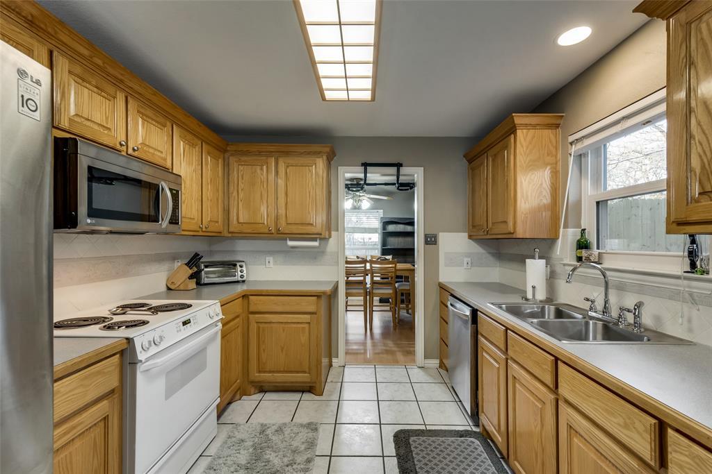 2111 Reverchon Drive, Arlington, Texas 76017 - acquisto real estate best designer and realtor hannah ewing kind realtor