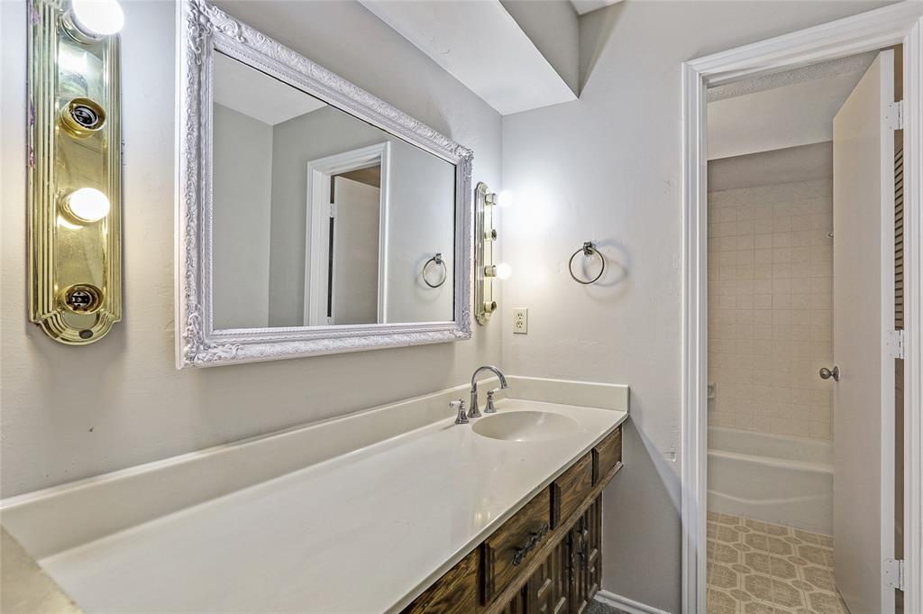 1240 Hanna Circle, DeSoto, Texas 75115 - acquisto real estate best new home sales realtor linda miller executor real estate
