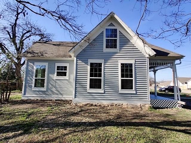 215 Avenue H  Clifton, Texas 76634 - Acquisto Real Estate best plano realtor mike Shepherd home owners association expert