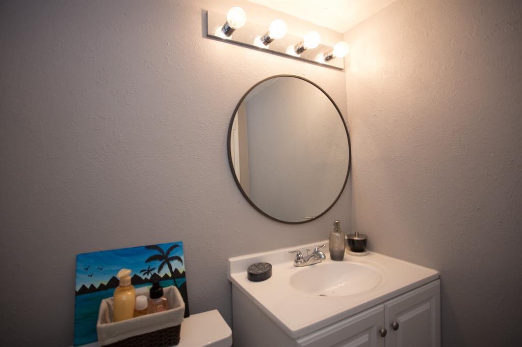 8055 Meadow  Road, Dallas, Texas 75231 - acquisto real estate best realtor dallas texas linda miller agent for cultural buyers