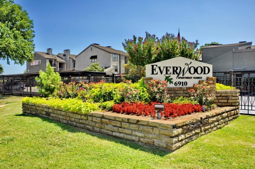 6910 Skillman Street, Dallas, Texas 75231 - acquisto real estate best realtor foreclosure real estate mike shepeherd walnut grove realtor