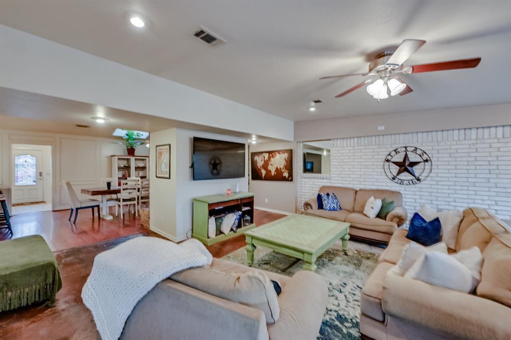 401 Country Club Drive, Joshua, Texas 76058 - acquisto real estate best designer and realtor hannah ewing kind realtor