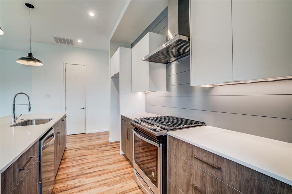 4202 Roseland Avenue, Dallas, Texas 75204 - acquisto real estate best highland park realtor amy gasperini fast real estate service