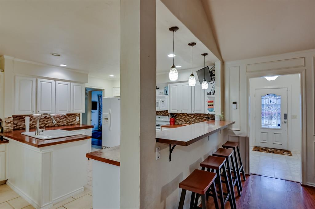 401 Country Club Drive, Joshua, Texas 76058 - acquisto real estate best celina realtor logan lawrence best dressed realtor