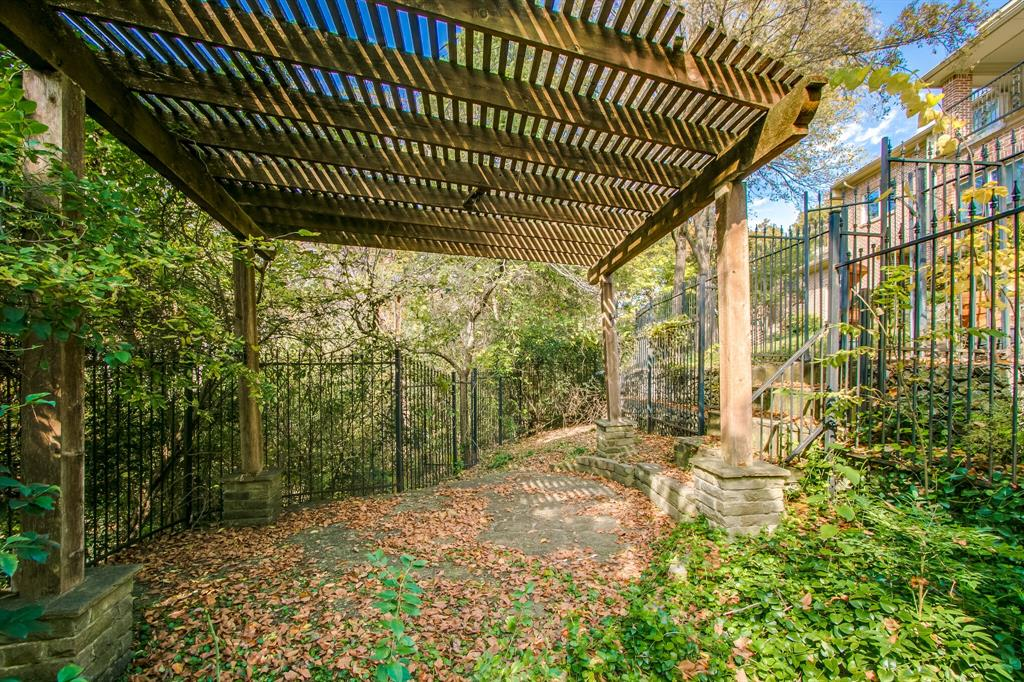 401 Fall Creek Drive, Richardson, Texas 75080 - acquisto real estate mvp award real estate logan lawrence