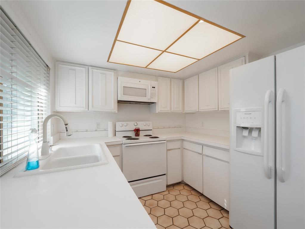 1168 Shadyglen Circle, Richardson, Texas 75081 - acquisto real estate best celina realtor logan lawrence best dressed realtor