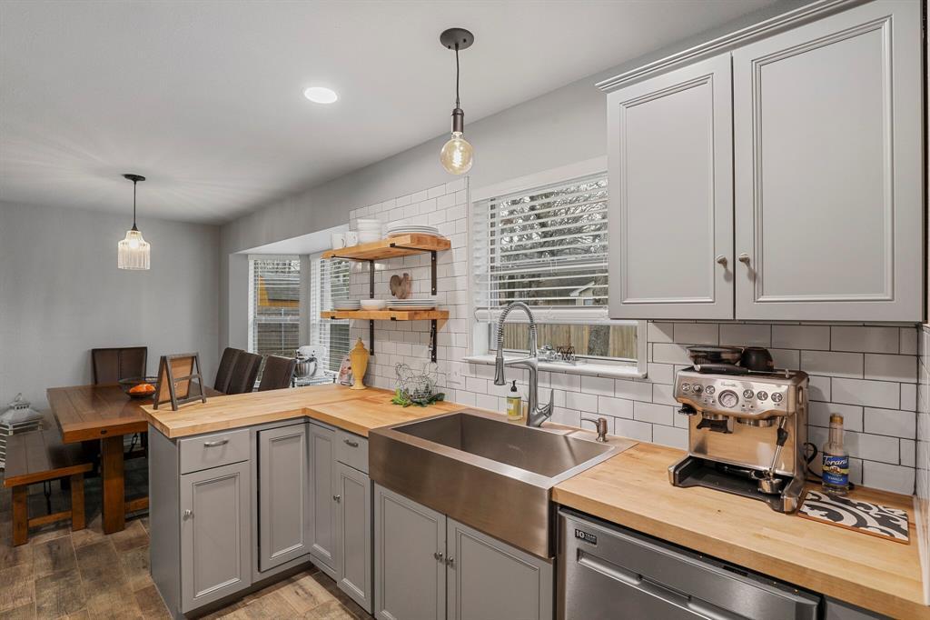 409 Meadowcrest Drive, Azle, Texas 76020 - acquisto real estate best highland park realtor amy gasperini fast real estate service