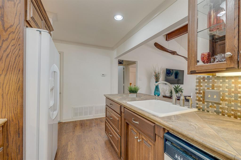 6824 Stillmeadows Circle, North Richland Hills, Texas 76182 - acquisto real estate best real estate company in frisco texas real estate showings