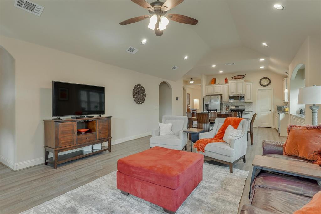 805 Foxtail Drive, Mansfield, Texas 76063 - acquisto real estate best highland park realtor amy gasperini fast real estate service