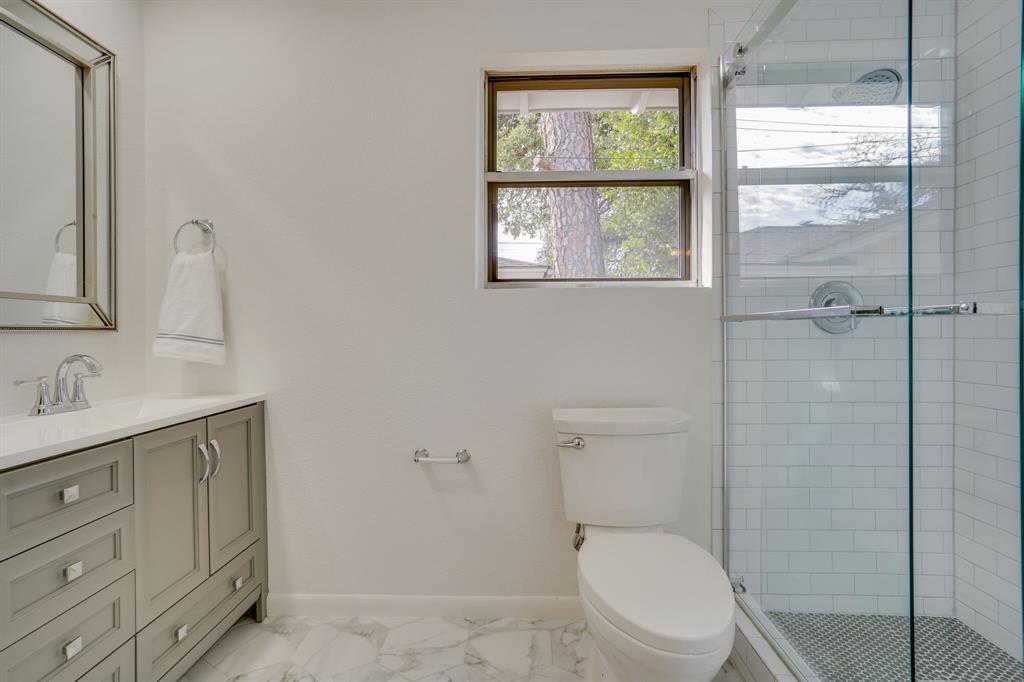 400 Plainview Drive, Hurst, Texas 76054 - acquisto real estate best realtor dfw jody daley liberty high school realtor