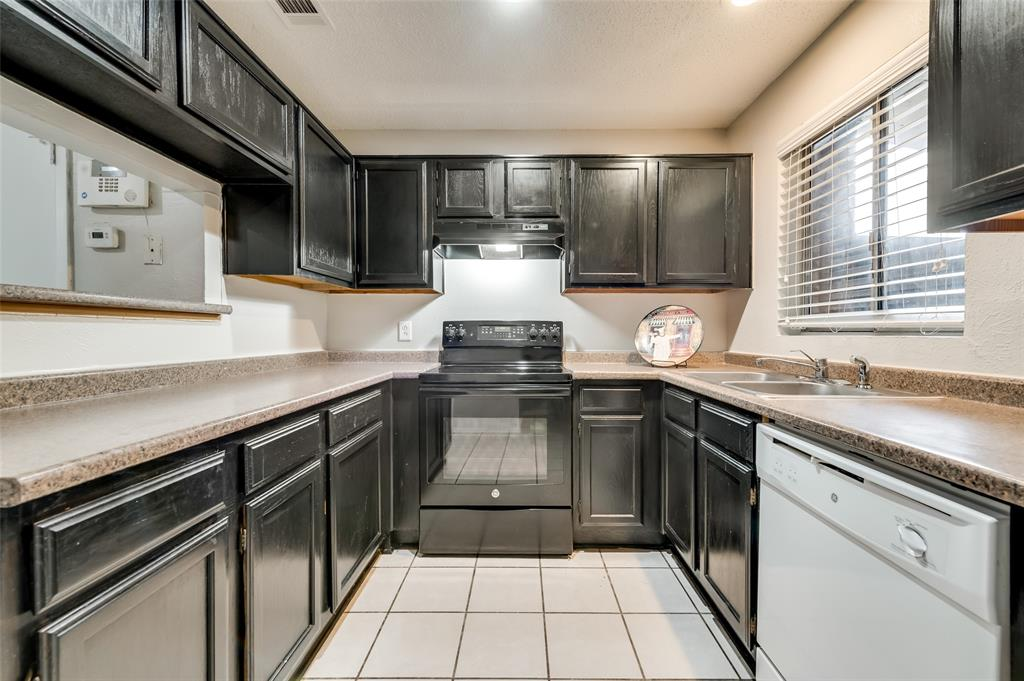 633 Carriagehouse  Lane, Garland, Texas 75040 - acquisto real estate best celina realtor logan lawrence best dressed realtor