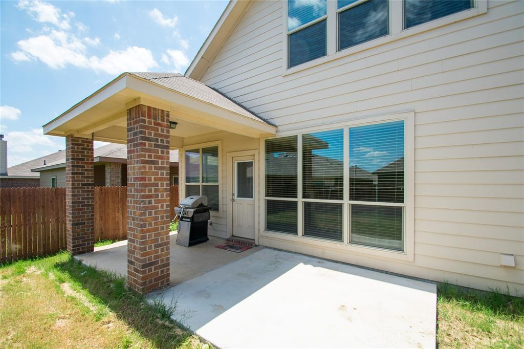 2929 Maple Creek Drive, Fort Worth, Texas 76177 - acquisto real estate best realtor foreclosure real estate mike shepeherd walnut grove realtor