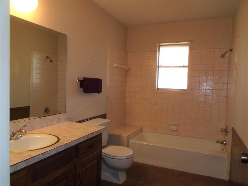 112 Ricky Lane, Burleson, Texas 76028 - acquisto real estate best designer and realtor hannah ewing kind realtor
