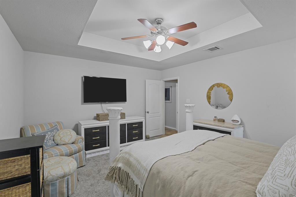409 Meadowcrest Drive, Azle, Texas 76020 - acquisto real estate best realtor foreclosure real estate mike shepeherd walnut grove realtor