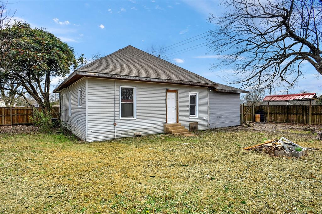 204 Britton Street, Tom Bean, Texas 75491 - acquisto real estate best negotiating realtor linda miller declutter realtor