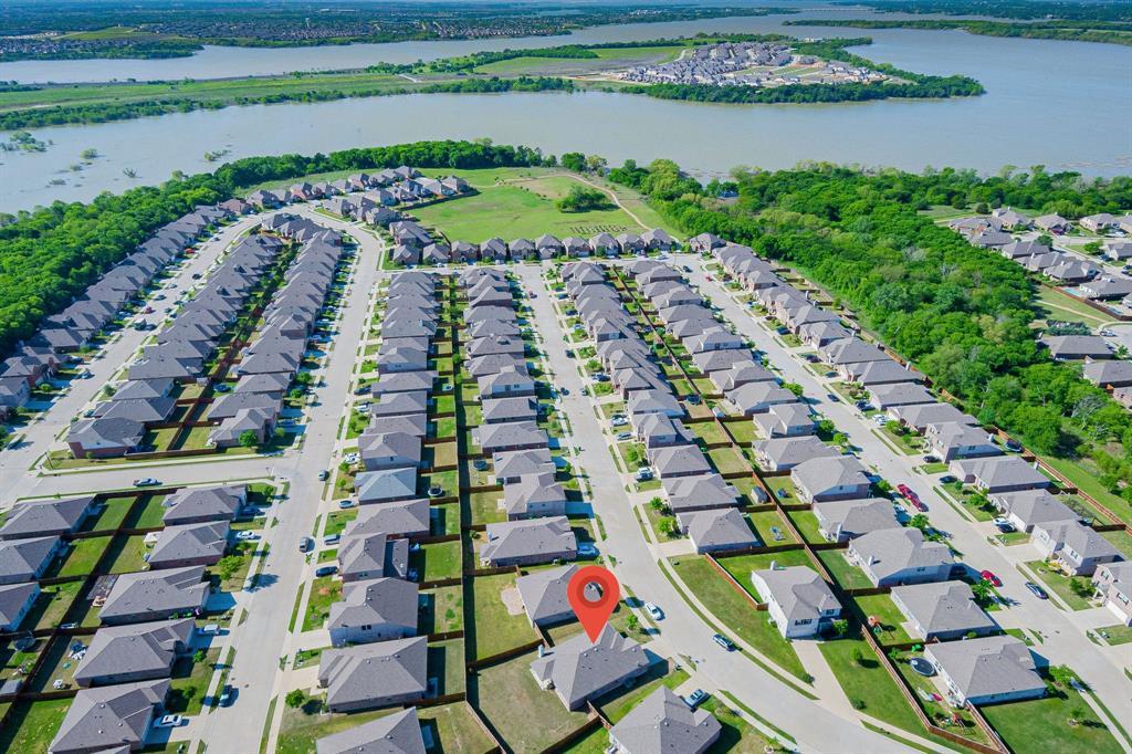 1721 Christopher Creek Drive, Little Elm, Texas 75068 - acquisto real estate best realtor foreclosure real estate mike shepeherd walnut grove realtor