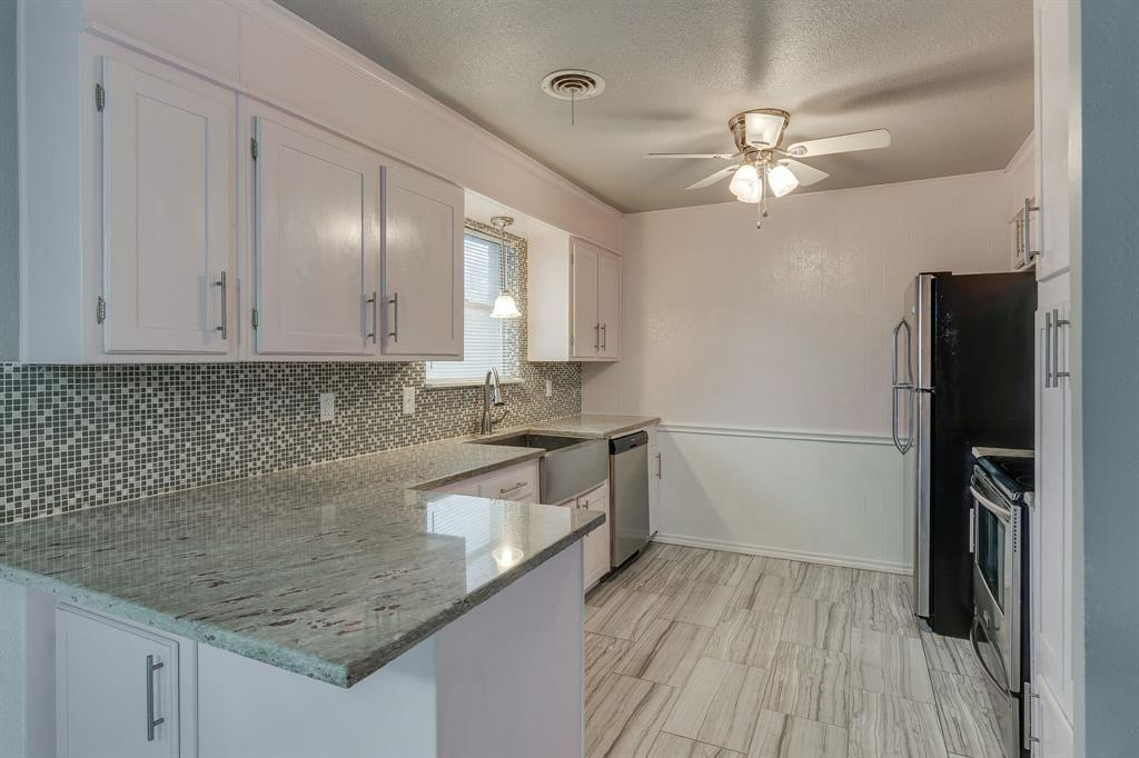 401 Hillery Street, Burleson, Texas 76028 - acquisto real estate best real estate company to work for