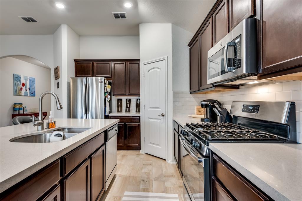 1979 Travertine Avenue, Heartland, Texas 75126 - acquisto real estate best real estate company in frisco texas real estate showings