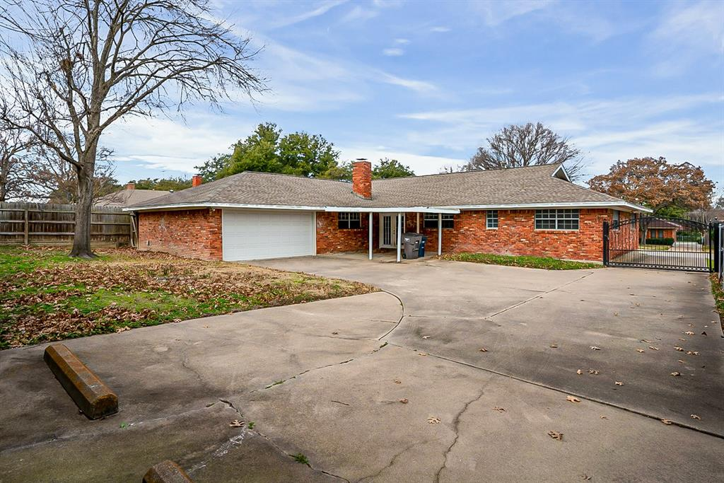 6129 Whitman Avenue, Fort Worth, Texas 76133 - acquisto real estate best celina realtor logan lawrence best dressed realtor