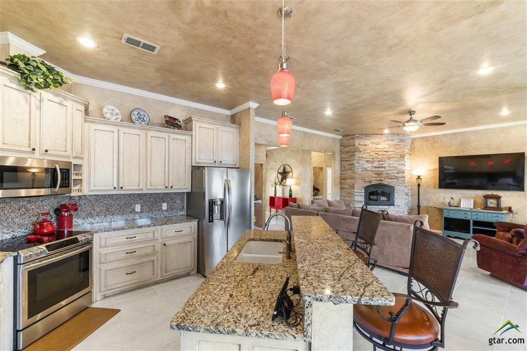 395 Private Road 2367  Mount Pleasant, Texas 75455 - acquisto real estate best photos for luxury listings amy gasperini quick sale real estate