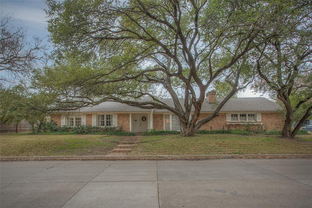 2700 Hartwood Drive, Fort Worth, Texas 76109 - Acquisto Real Estate best plano realtor mike Shepherd home owners association expert