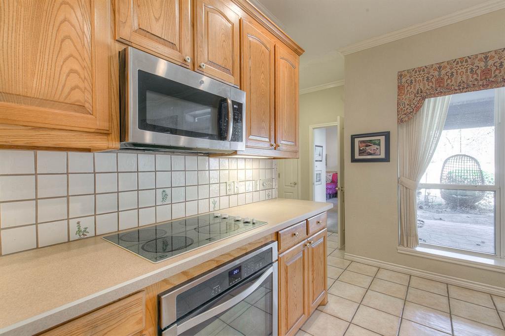6510 Circo Drive, Granbury, Texas 76049 - acquisto real estate best photos for luxury listings amy gasperini quick sale real estate