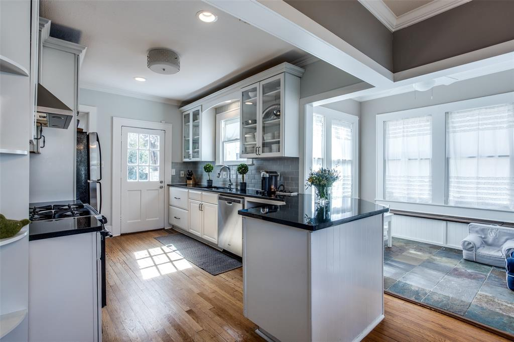 5338 Vanderbilt Avenue, Dallas, Texas 75206 - acquisto real estate best new home sales realtor linda miller executor real estate