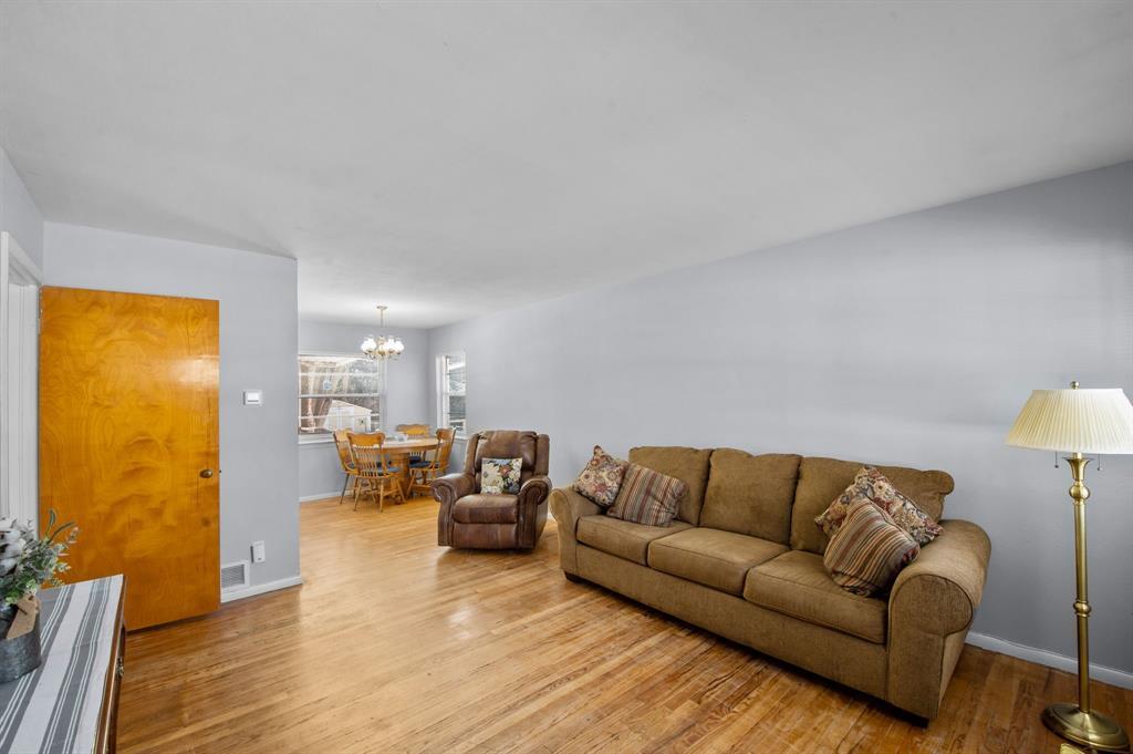1824 Naylor Street, Dallas, Texas 75228 - acquisto real estate best prosper realtor susan cancemi windfarms realtor