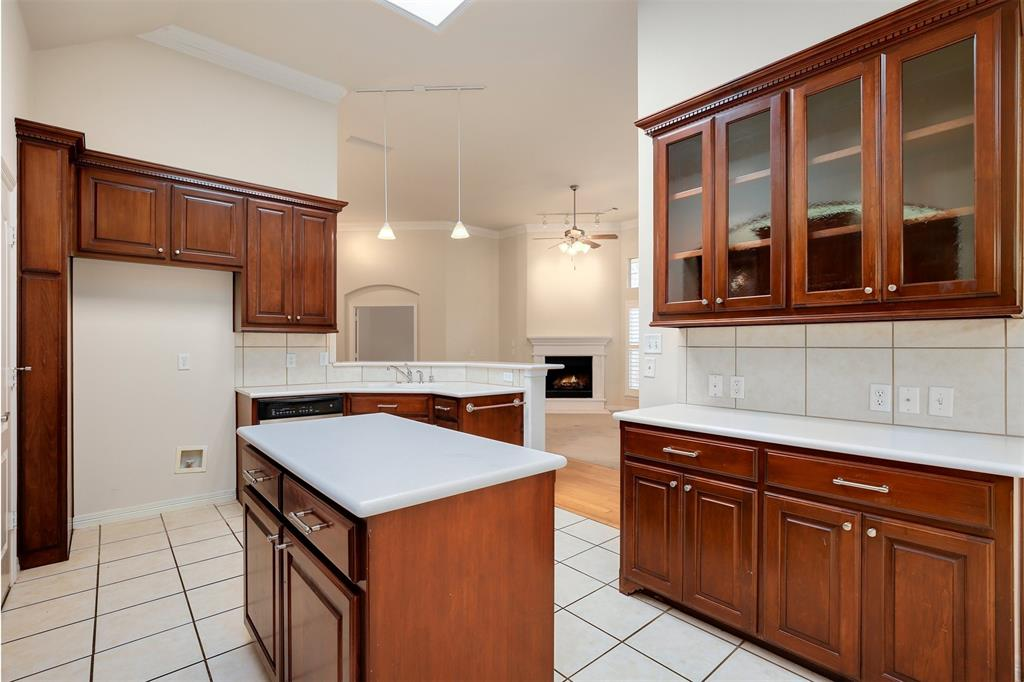 6105 Lake Way, North Richland Hills, Texas 76180 - acquisto real estate best new home sales realtor linda miller executor real estate