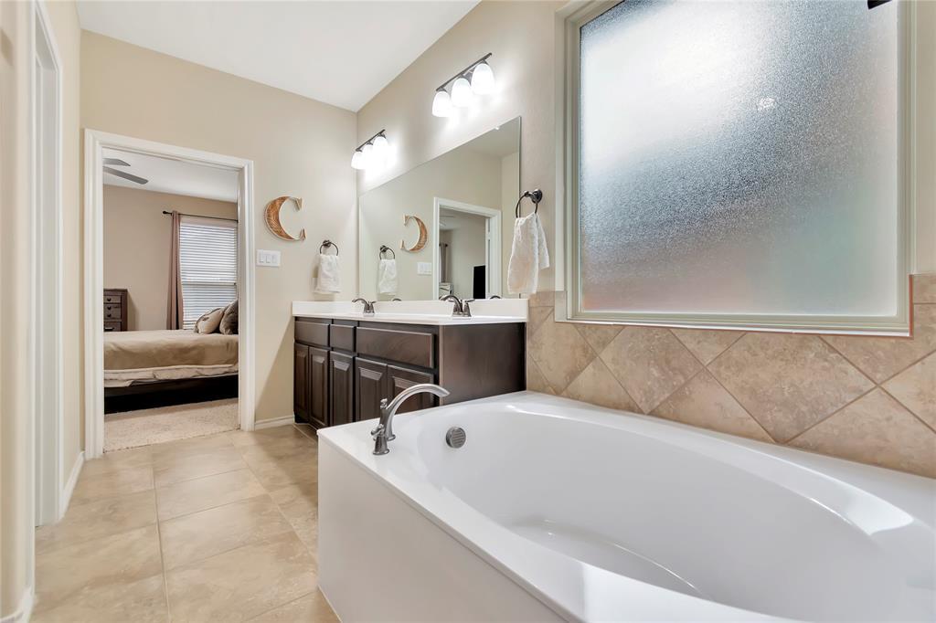 10112 Burtrum Drive, Fort Worth, Texas 76177 - acquisto real estate best realtor foreclosure real estate mike shepeherd walnut grove realtor