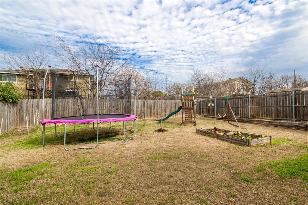 4545 Posada Drive, Dallas, Texas 75211 - acquisto real estate best realtor foreclosure real estate mike shepeherd walnut grove realtor