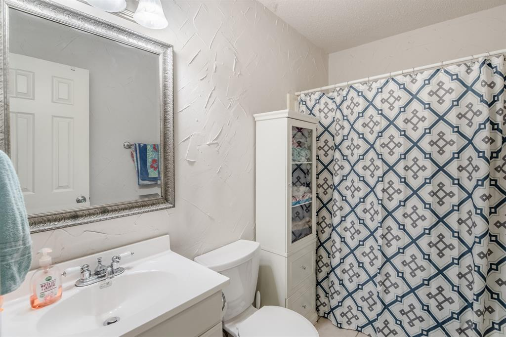 2212 Colonial Place, Carrollton, Texas 75007 - acquisto real estate best frisco real estate broker in texas for high net worth buyers